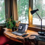 Lavoro agile: vantaggi, svantaggi e le regole per lavorare bene fuori dall'ufficio