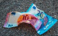 Usare il conta verifica banconote contro la contraffazione