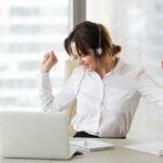 Ascoltare musica mentre si lavora è una buona idea: ecco perché fa lavorare meglio
