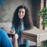 Cibo a domicilio: come funziona il nuovo business che ha rivoluzionato la pausa pranzo