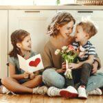 Idee regalo per la festa della mamma: creazioni fai da te o acquisti speciali